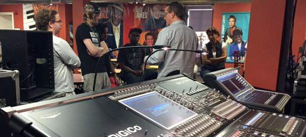 Matt Larson demonstrates technology to MIRA students