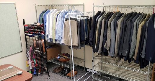 MAX club clothing rack